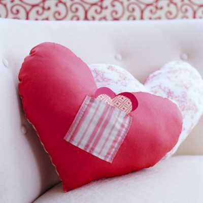 Маленькое сердечко, вложенное в подушку, будет постоянно напоминать о вас Твой подарок
