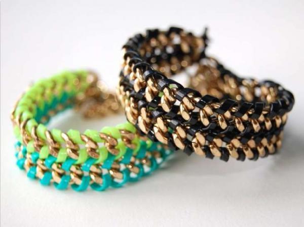 Мастерим модные браслеты из ленточек и цепей