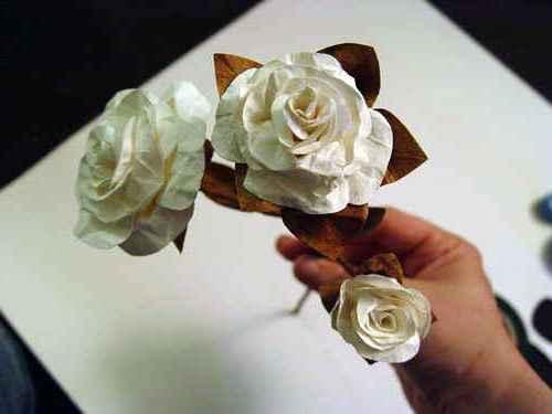 Украшение розы из бумаги своими руками