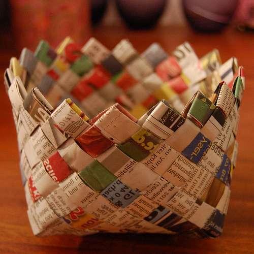 Симпатичная плетеная корзинка из бумаги