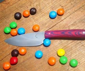 Делаем нож своими руками из стали с двуцветной ручкой