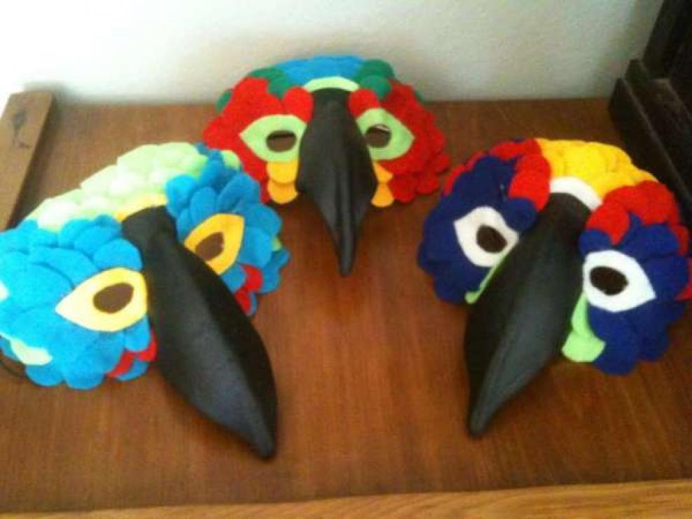 Своими руками маска попугая 14